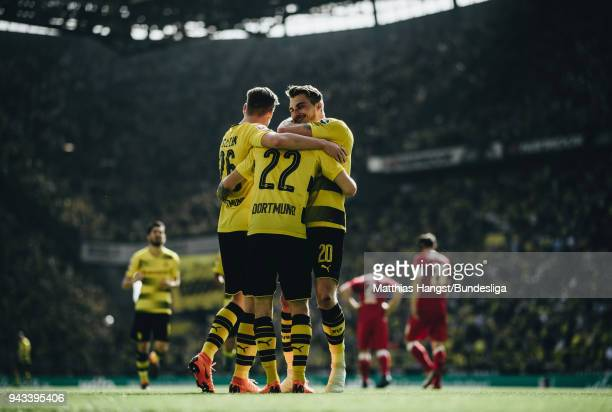 Christian Pulisic of Dortmund celebrates with his teammates after scoring his team's first goal during the Bundesliga match between Borussia Dortmund...
