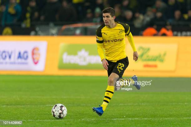 Christian Pulisic of Dortmund controls the ball during the Bundesliga match between Borussia Dortmund and SV Werder Bremen at the Signal Iduna Park...