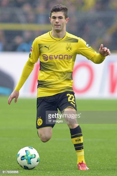 Christian Pulisic of Dortmund controls the ball during the Bundesliga match between Borussia Dortmund and Hamburger SV at Signal Iduna Park on...