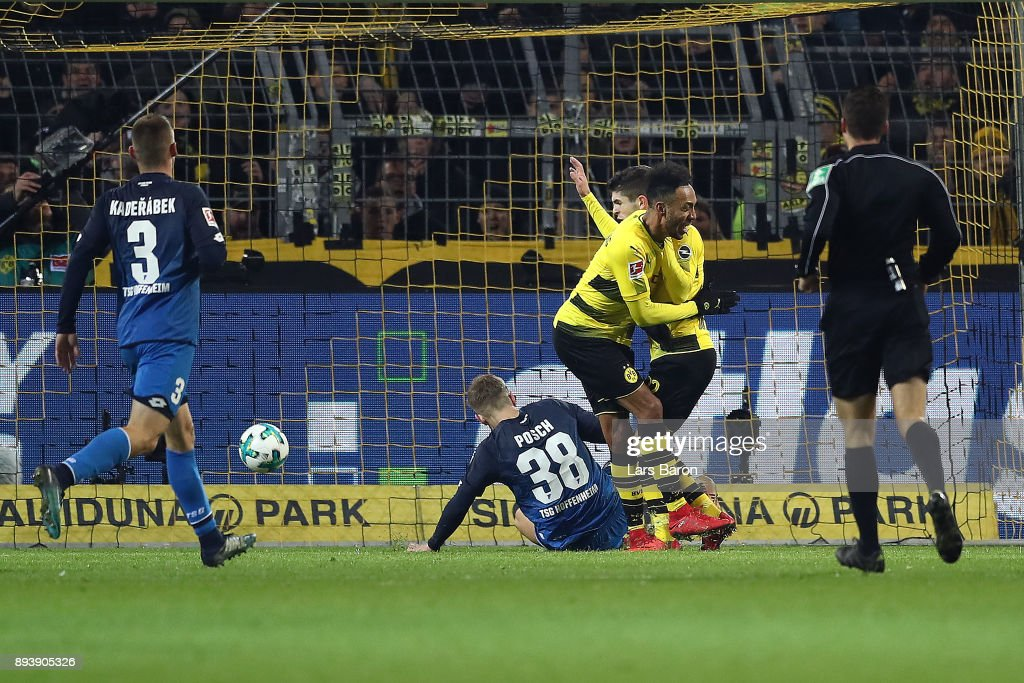 Christian Pulisic of Dortmund (2nd right) scores a goal to make it 2:1 during the Bundesliga match between Borussia Dortmund and TSG 1899 Hoffenheim at Signal Iduna Park on December 16, 2017 in Dortmund, Germany.