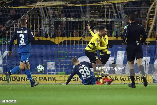 Christian Pulisic of Dortmund scores a goal to make it 21 during the Bundesliga match between Borussia Dortmund and TSG 1899 Hoffenheim at Signal...