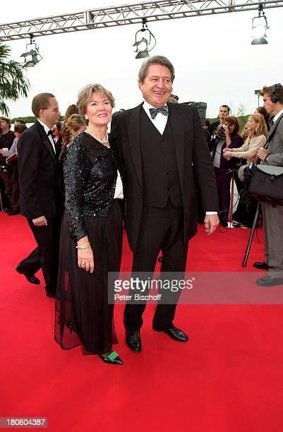 """Christian Quadflieg, Ehefrau Renate Reger, SAT1-Show """"Verleihung Deutscher Fernsehpreis"""", Köln, Coloneum, Kleid, Anzug, roter Teppich,"""