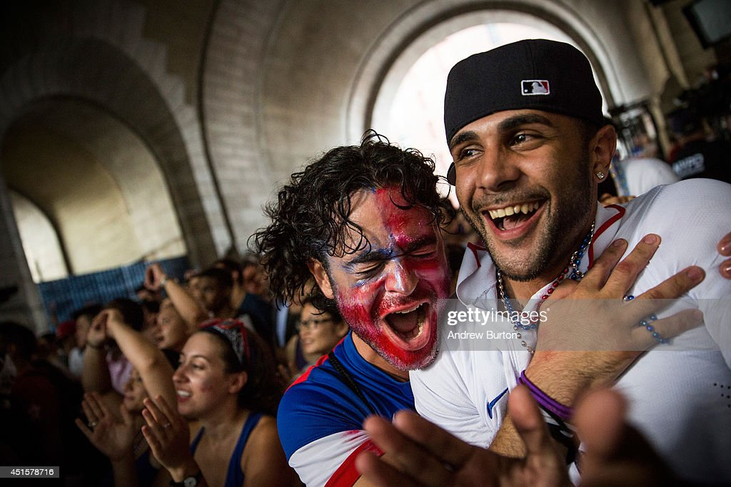 Soccer Fans Gather To Watch US Team's Knockout Stage Match Against Belgium : News Photo