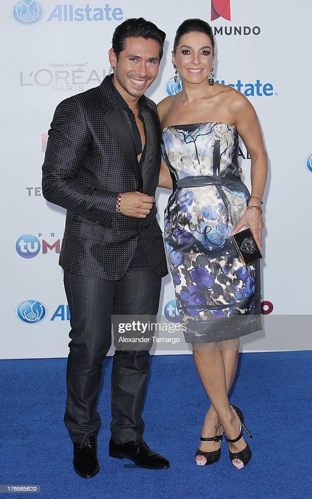 Christian Ramirez and Kika Rocha attends Telemundo's Premios Tu Mundo Awards at American Airlines Arena on August 15, 2013 in Miami, Florida.