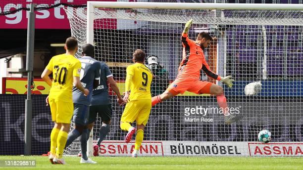 Christian Santos of VfL Osnabrueck scores their team's first goal during the Second Bundesliga match between VfL Osnabrück and Hamburger SV at...