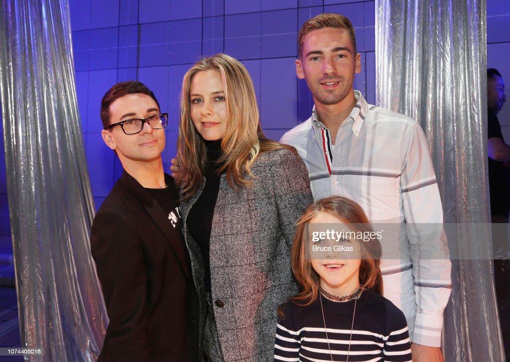 Celebrities Visit Broadway - December 18, 2018 : ニュース写真