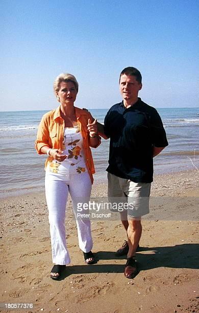 Christian Spatzek Schwester Andrea Italienurlaub Strandspaziergang in Cavallino/Italien Sand Strand Meer Wasser Wellen