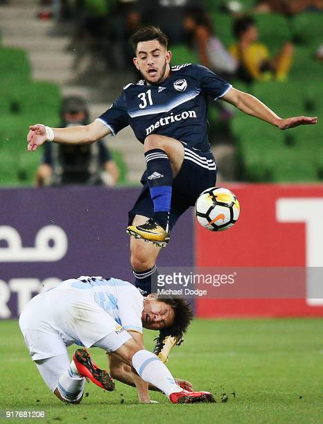 Christian Theoharous of the Victory competes for the ball over Park Joo Ho of Ulsan Hyundai during the AFC Asian Champions Leagu between the...