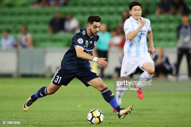 Christian Theoharous of the Victory runs with the ball during the AFC Asian Champions Leagu between the Melbourne Victory and Ulsan Hyundai FC at...