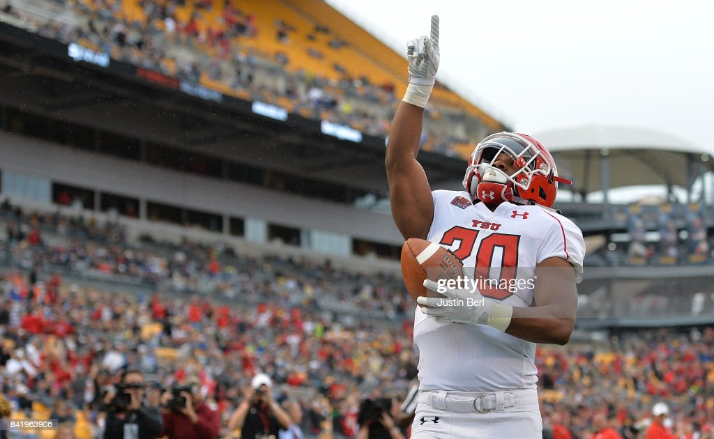 Youngstown State v Pittsburgh : News Photo