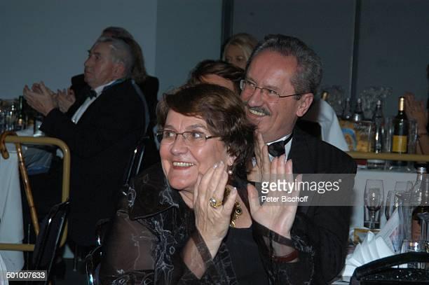 Christian Ude dessen Ehefrau Edith von WelserUde Verleihung KarlValentinOrden 2007 an I r i s B e r b e n durch KarnevalsVerein Narhalla München...
