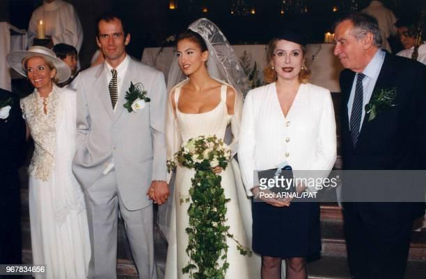Christian Vadim et Caroline Bufalini avec leur parents Catherine Deneuve et Roger Vadim lors de leur mariage à Autun le 21 septembre 1996, France.