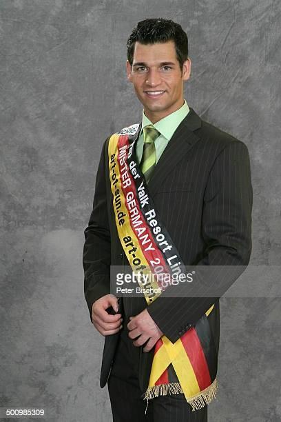 Christian Vogler Porträt Einzelhandelskaufmann Wahl zum Mister Germany 2005/06 Linstow Deutschland PNr 1649/2005 Van der Valk Resort Sieger Schärpe...