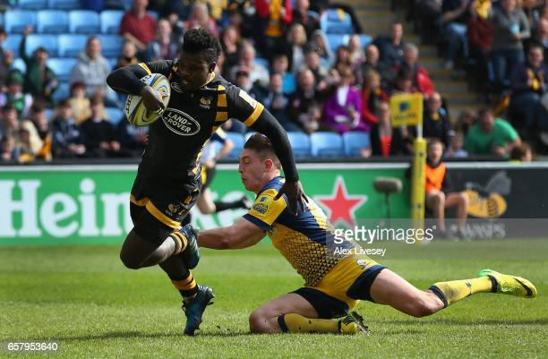 Christian Wade of Wasps beats a tackle from Josh Adams of Worcester Warriors on his way to scoring their second try during the Aviva Premiership...