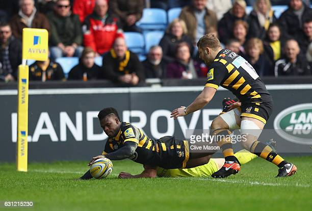Christian Wade of Wasps dives over to score a try during the Aviva Premiership match between Wasps and Leicester Tigers at The Ricoh Arena on January...