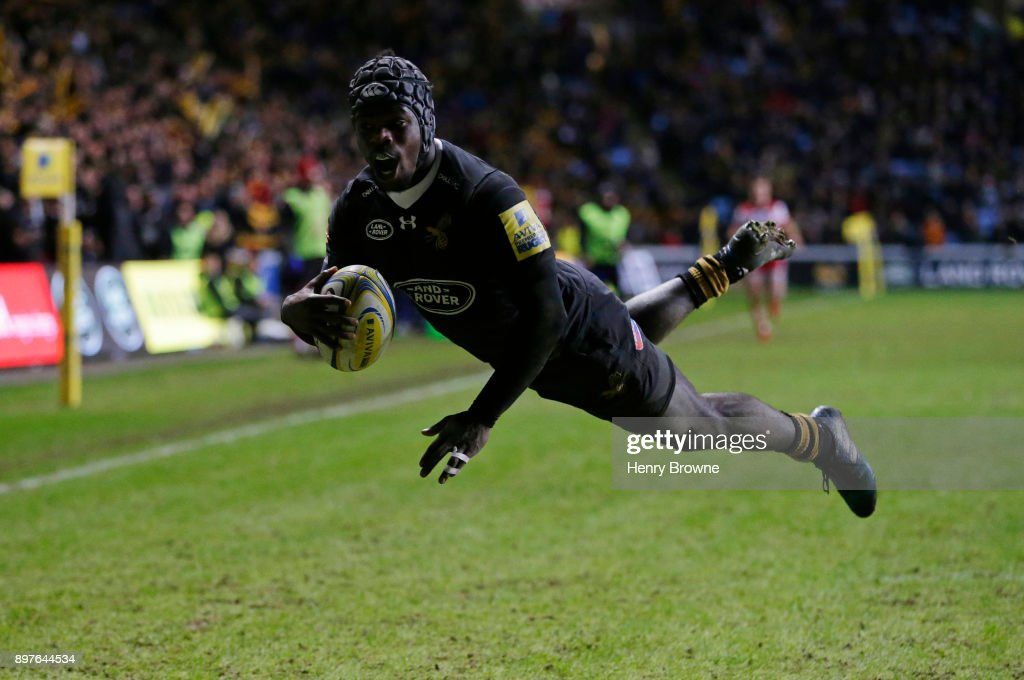 Christian Wade of Wasps scores a try during the Aviva Premiership match between Wasps and Gloucester Rugby at The Ricoh Arena on December 23, 2017 in Coventry, England.