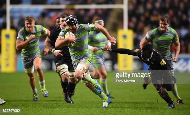 Christian Wade of Wasps stretches to reach Gary Graham of Newcastle Falcons during the Aviva Premiership match between Wasps and Newcastle Falcons at...
