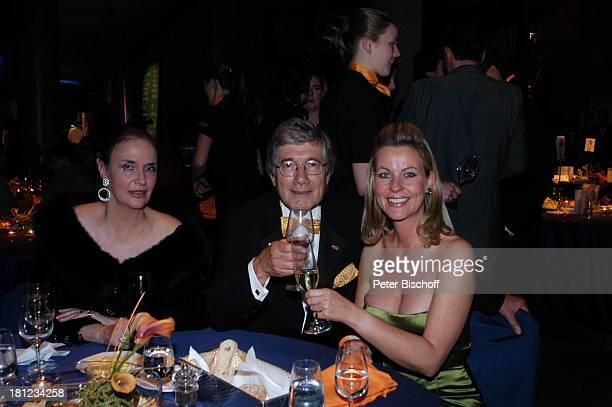 Christian Wolff Ehefrau Marina Anja Schüte AftershowParty nach Verleihung 'Deutscher Fernsehpreis 2004' Köln 'ColoneumMall' Feier Dekollete Promis...