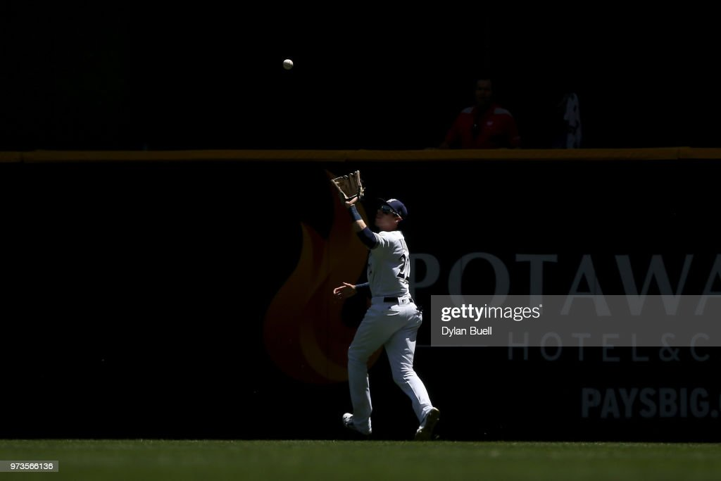 Christian Yelich #22 of the Milwaukee Brewers catches a fly ball in the first inning against the Chicago Cubs at Miller Park on May 27, 2018 in Milwaukee, Wisconsin.
