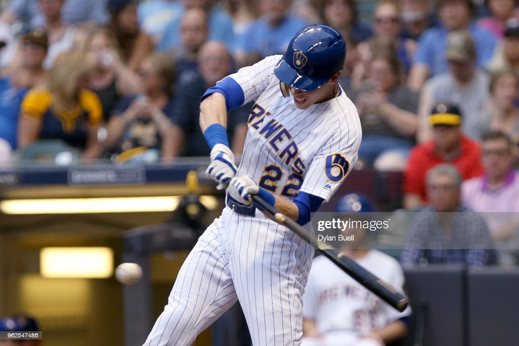 Christian Yelich #22 of the Milwaukee Brewers hits a single in the third inning against the New York Mets at Miller Park on May 25, 2018 in Milwaukee, Wisconsin.