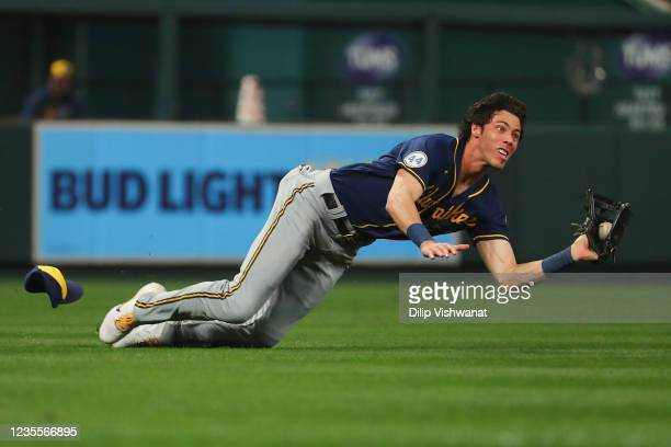 Christian Yelich of the Milwaukee Brewers makes a diving catch against the St. Louis Cardinals in the first inning at Busch Stadium on September 28,...