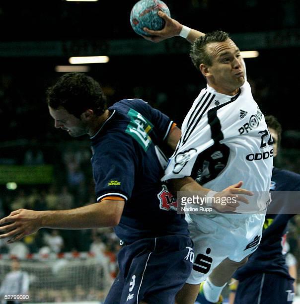 Christian Zeitz of Kiel is challenged by Jens Tiedke of Wallau during the Bundesliga match between THW Kiel and SG Wallau Massenheim at the...