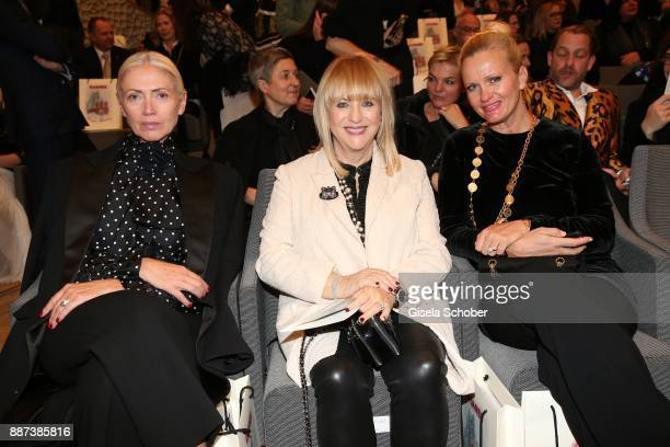 Christiane Arp editor in chief of Vogue Patricia Riekel and Sabine Nedelchev during the Chanel 'Trombinoscope' Collection des Metiers d'Art 2017/18...