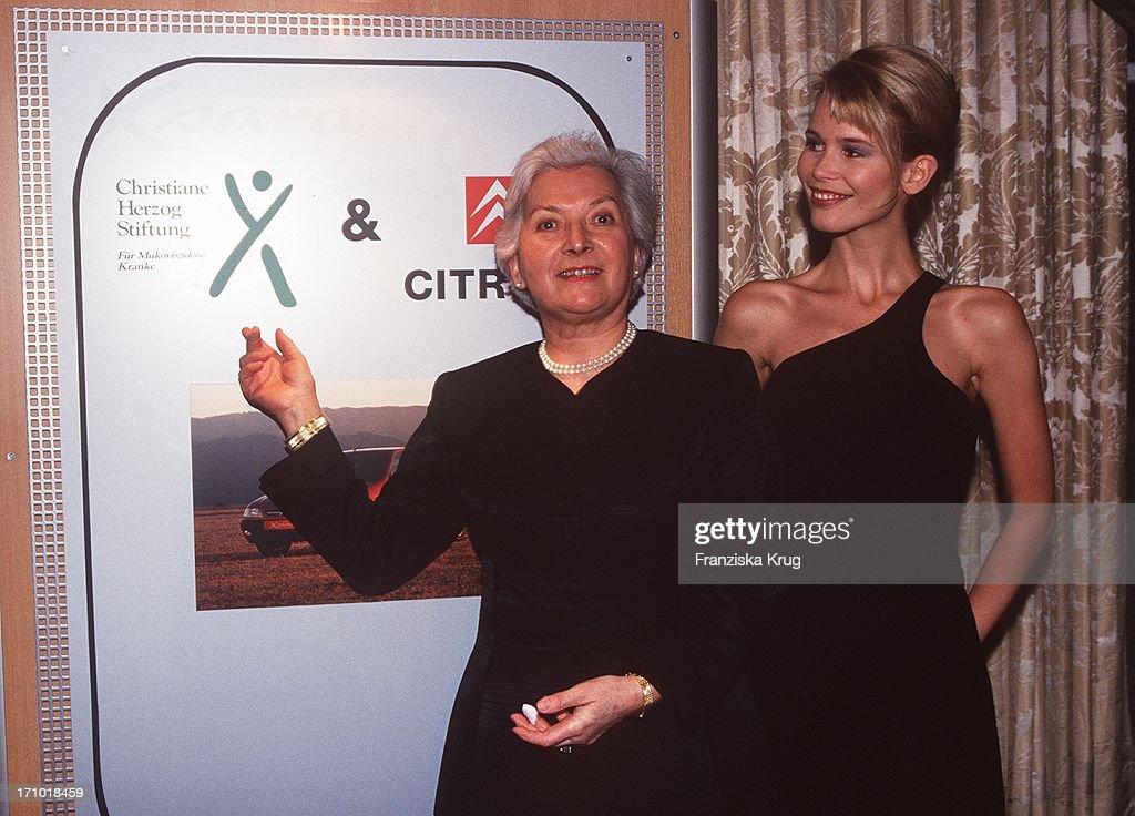 Christiane Herzog + Claudia Schiffer Bei Gala Von Citroen In Berlin  : News Photo