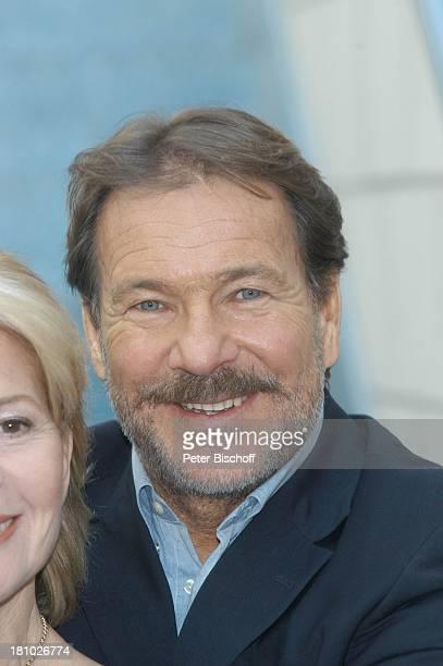 Christiane Hörbiger Götz George Pressekonferenz für ARDFilm Blatt und Blüte Hamburg Schauspielerin Schauspieler Promis Prominente Prominenter