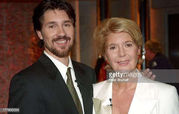 Christiane Hörbiger Sohn Sascha Bigler ZDF†berraschungsShow 'Das ist ihr Leben' Hamburg Deutschland Europa umarmen Familie Mutter Bart Schauspielerin...