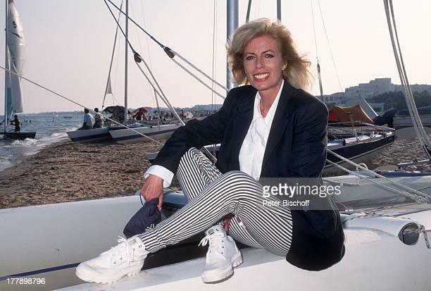 Christiane Krüger Club Aldiana Tunesien Nordafrika Afrika Strand Meer Ozean Wasser Gewässer Segelboot Boot Urlaub Schauspielerin