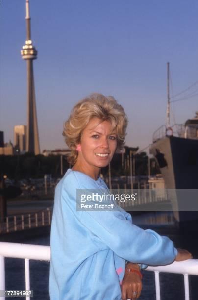 Christiane Krüger PrivatFotos im Rahmen der Dreharbeiten zu der ZDFFernsehSerie 'Anne auf Green Gables' Hafen in Toronto Ontariosee Ontario Kanada...