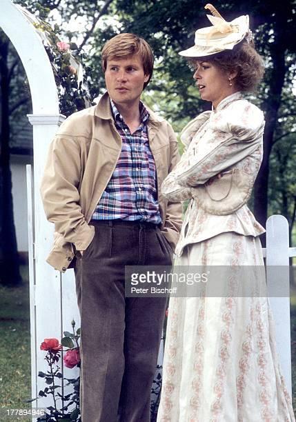 Christiane Krüger Regisseur Kevin Sullivan ZDFFernsehSerie 'Anne auf Green Gables' Toronto Ontario Kanada Nordamerika altmodische Kleidung...