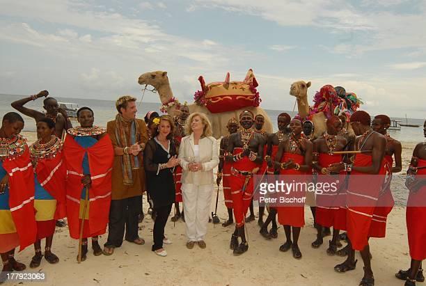 "Christiane Krüger , Sohn Tim Krüger-Bockelmann, Verlobte Nina Langer, Samburu-Massais , Kamel, Verlobungs-Zeremonie, Hotel ""Severin Sea Lodge"",..."