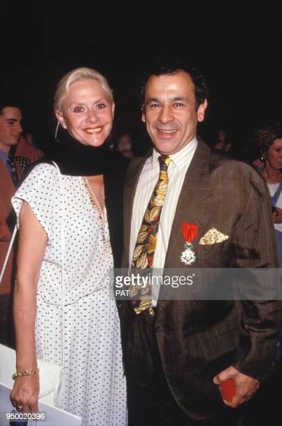 Christiane Minazzoli et Francis Perrin lors d'une remise de décoration en juin 1994 à Paris France
