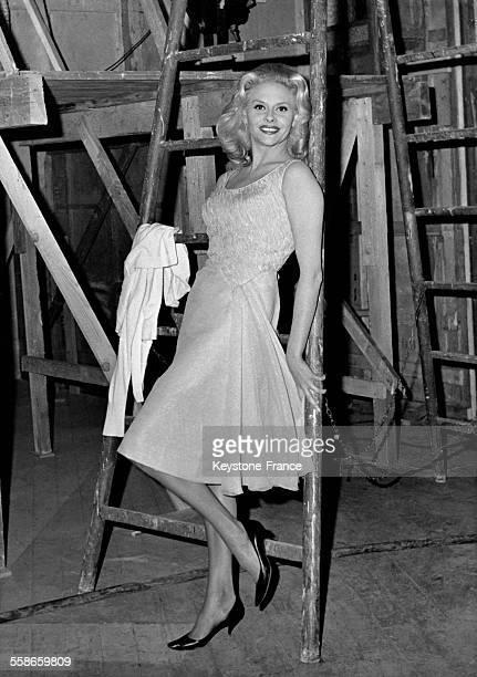 Christiane Minazzoli sur le tournage du film 'Les femmes d'abord' réalisé par Raoul André aux studios d'Epinay France le 17 décembre 1962