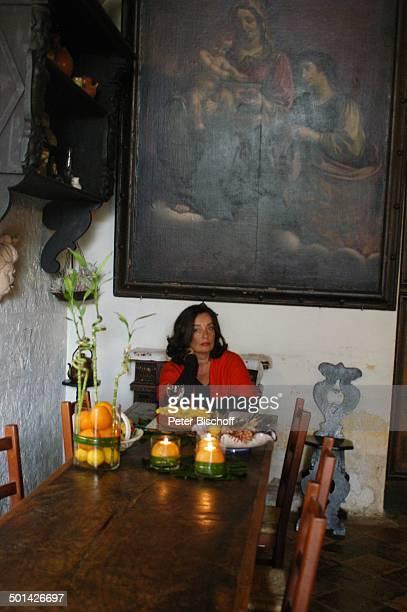 Christiane Sadlo Villa Serena Pesaro an der Adria bei Ancona Italien Europa Urlaub Abendessen EssZimmer EssTisch brennende Kerzen Gericht Speise...