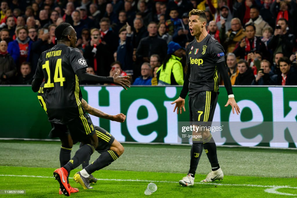 Ajax v Juventus - UEFA Champions League Quarter Final: First Leg : ニュース写真