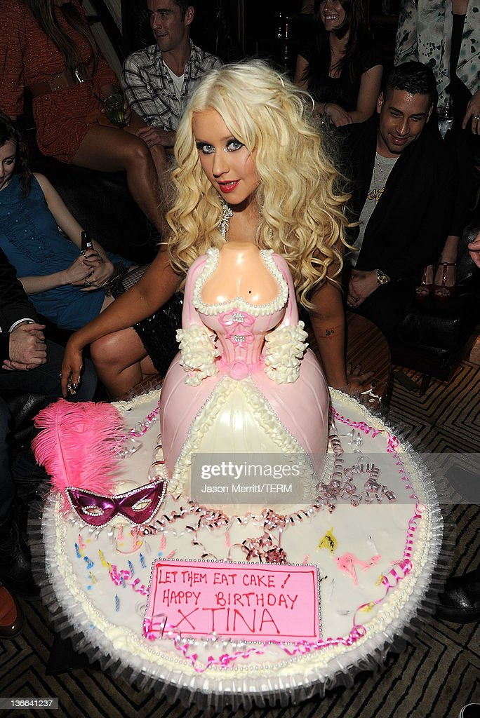 Christina Aguilera celebrates her birthday with a cake by Hansens Cakes... : News Photo