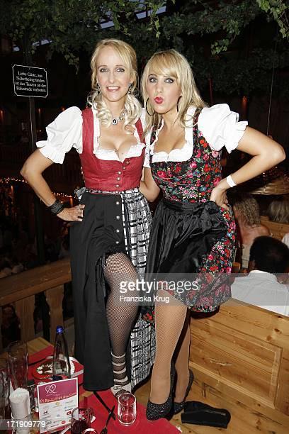 Christina Bach Und Annemarie Eilfeld Beim Wies'N Treff Von 'Goldstar Tv' Auf Dem Oktoberfest In München