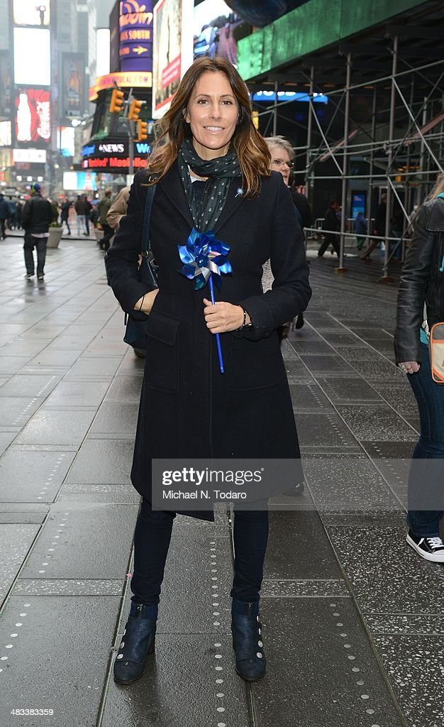"Prevent Child Abuse America And Josh Charles Host ""The Big Pinwheel Garden"" In NYC For Child Abuse Prevention Month : News Photo"
