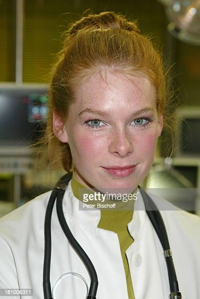 Christina Henny Reents Sat1KrankenhausSerie alphateam 200 Folge Hamburg Jubiläum Jubiläumsfolge Schauspielerin Prominente