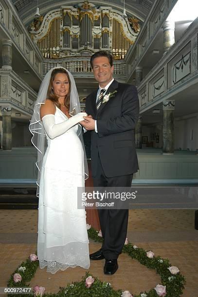 Christina Plate Francis FultonSmith ARDSerie Familie DrKleist 3 Staffel Hochzeit nach kirchlicher Trauung Kirc he von Möhra bei Eisenach Thüringen...