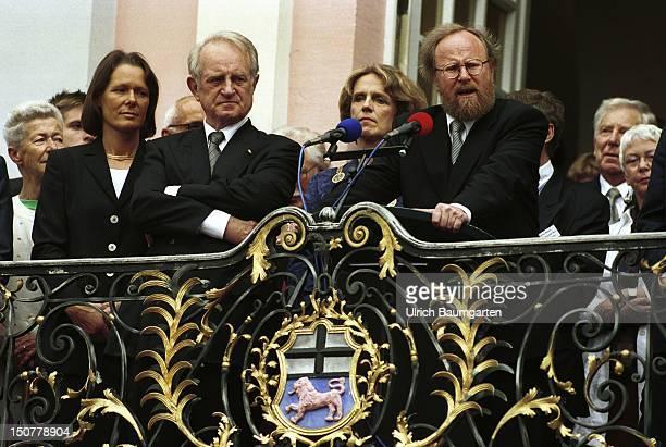 Christina RAU Johannes RAU President of the Federal Republic of Germany Baerbel DIECKMANN chief burgomaster of Bonn and Wolfgang THIERSE President of...