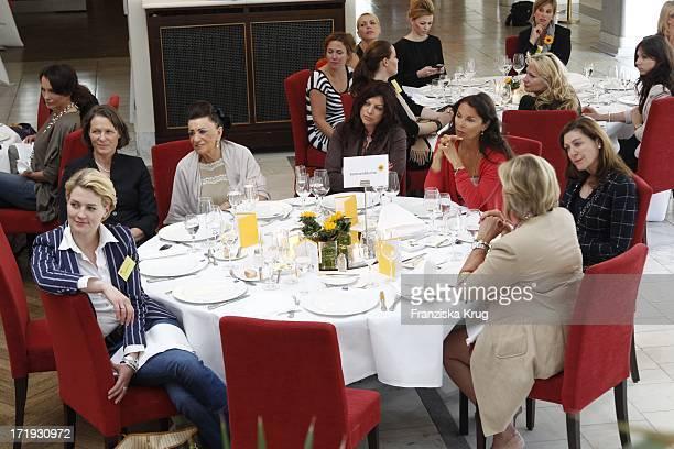 Christina Rau Und Marie Brauner Und Tochter Alice Und Anna Von Griesheim Und Alexandra Von Rehlingen Beim Dkms Ladies Lunch In Berlin