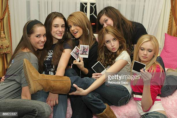 "Christina Schwarzenegger, Bella Nelson, Joanna ""JoJo"" Levesque, Lauren Helfen, Emma Roberts and Sara Paxton"