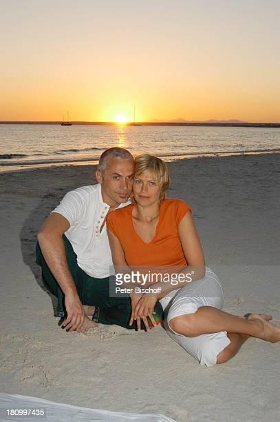Christine Döring Lebensgefährte Gaspar Cano Es Trenc/Mallorca/Spanien Strand Sand Urlaub Schauspieler Schauspielerin Meer Wasser Freund Freundin...