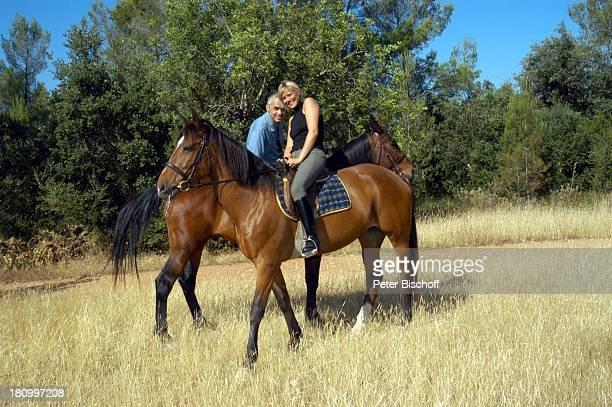 Christine Döring und Lebensgefährte Gaspar Cano, , Escuela Equitacion de Mallorca/Mallorca/Spanien, Schauspielerin, Schauspieler, Reitschule, reiten,...