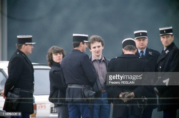 Christine et JeanMarie Villemin lors de la reconstitution de l'enlèvement de Grégory Villemin à LépangessurVologne en France le 30 octobre 1985