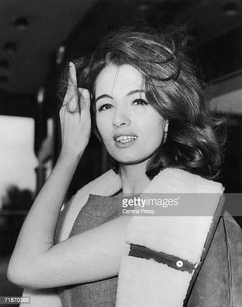 Christine Keeler leaving the Ariel Hotel London after her return from Spain 29th March 1963 Two weeks previously she had failed to give evidence in...
